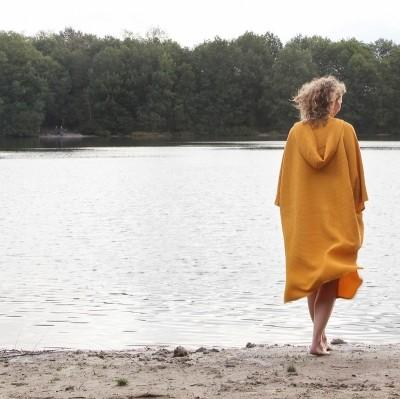 Zeemeermantel - poncho - ochre yellow
